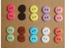 *B102* Resin button: 2-hole round (1.1cm) (20pcs)